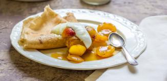 Buchweizenpfannkuchen mit Mirabellenkompott