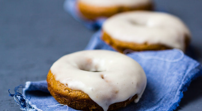 Kürbis Donuts mit Ahornsirup via lunchforone