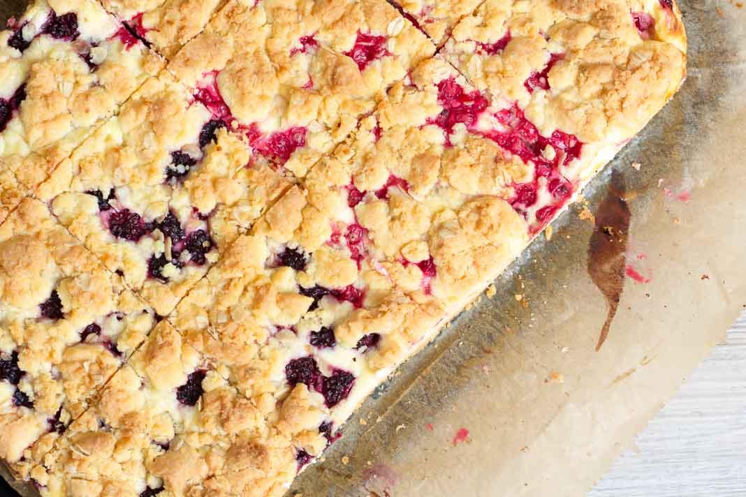 Beeren Quark Blechkuchen via lunchforone